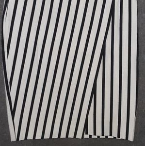 Ann Taylor 8 skirt fall blk white striped
